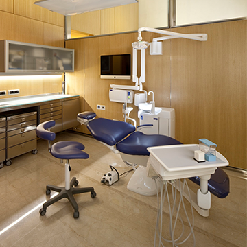 dental chair in Dr. Calesini's office